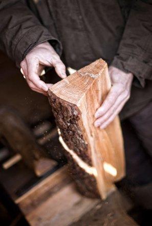 Bergbauer Ellmauer bei der Holzverwertung