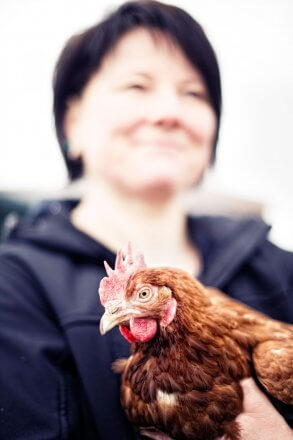 Gisela Brunner und ihre Freilandhühner