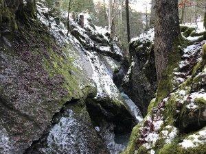 Die beeindruckende Kessischlucht ist nur wenige Meter breit. (c) Christina Schwann